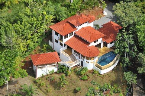 dominical real estate, luxury home, walk to the beach, ocean view, coastline view, puerto cito, luxury home in dominical, for sale