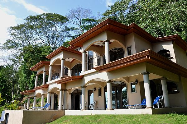 Homes for sale dominical dominical for Costa rica luxury homes for sale